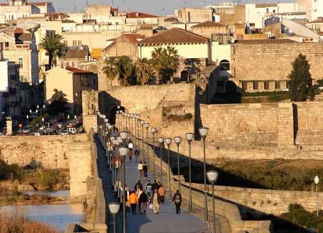 vista puente romano y alcazaba arabe en merida