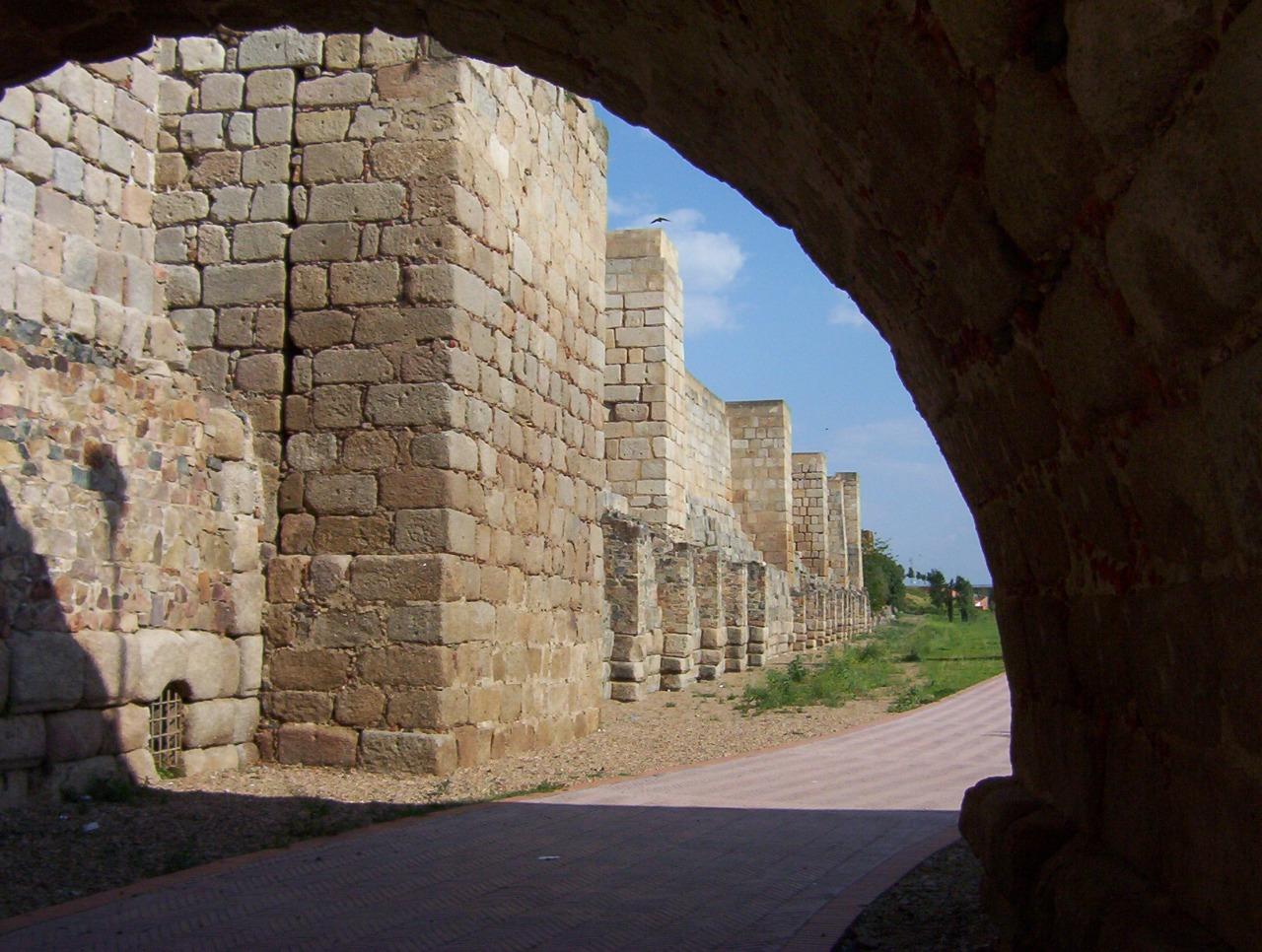 muralla alcazaba arabe en merida