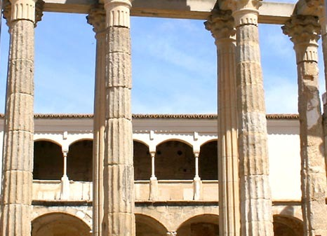 detalle conlumnata templo de diana en merida