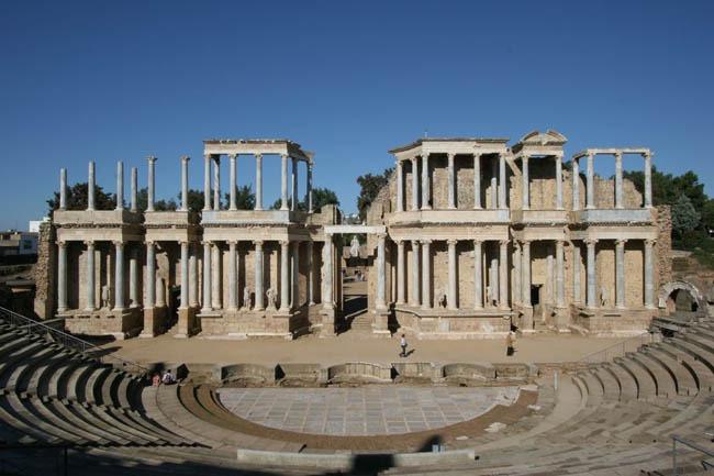 frente escenico y graderio teatro romano de merida