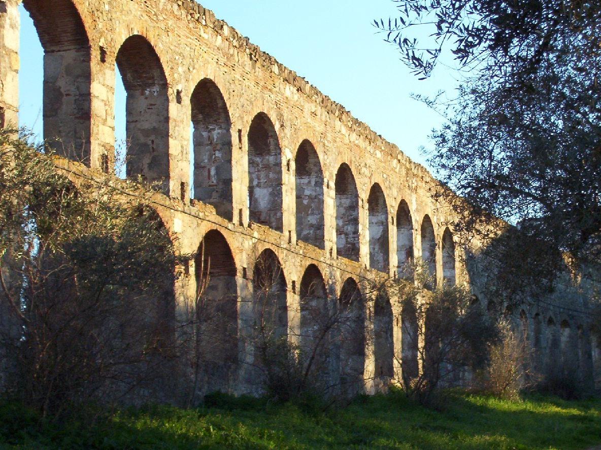 vista acueducto San Lazaro en merida