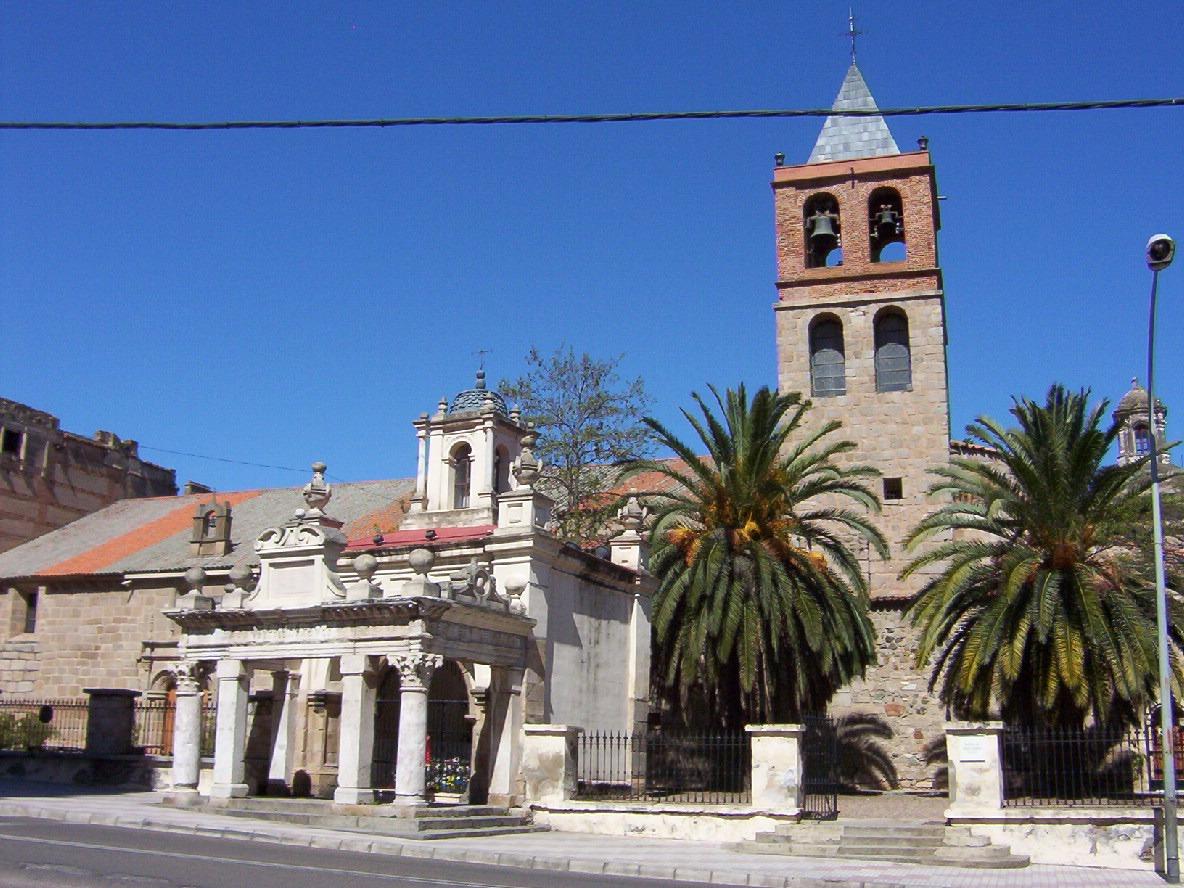 vista basilica menor de Santa Eulalia y hornito en merida