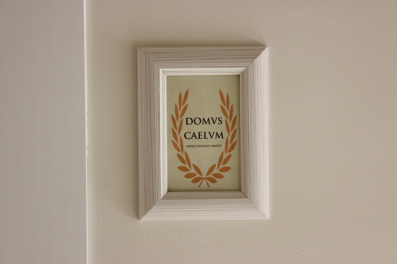 letrero domus caelum