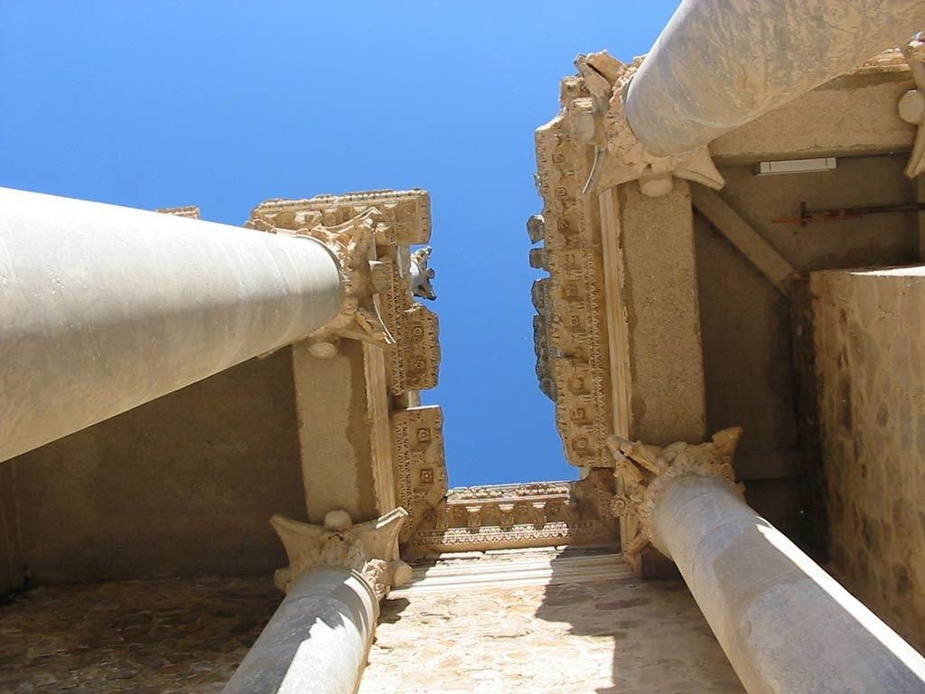 detalle columnas teatro romano de merida