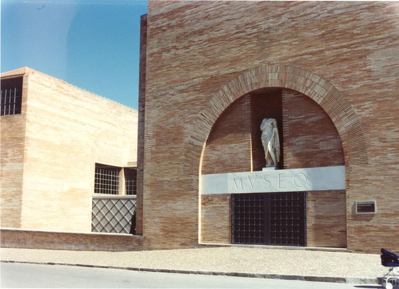 detalle acceso museo romano de merida