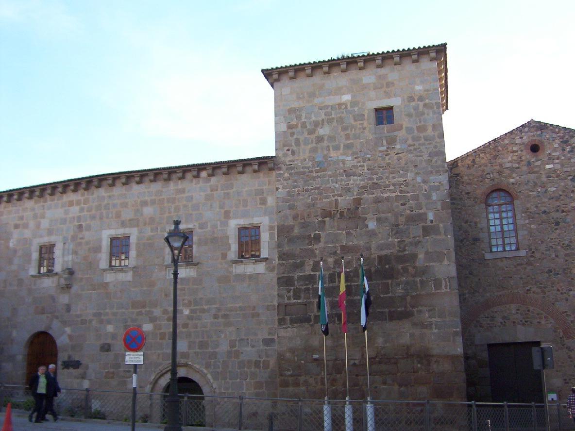 fachada principal conventual santiaguista en merida