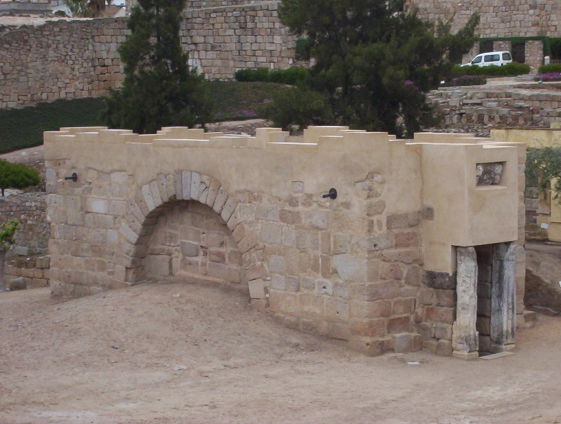 vista acceso aljibe alcazaba arabe de merida