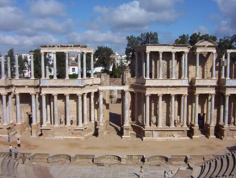 vista frontal teatro romano de merida