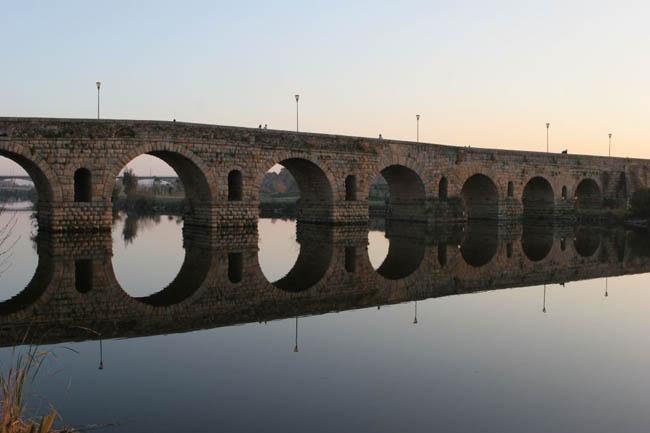 vista general puente romano de merida